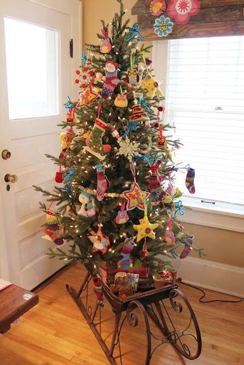 Mẫu cây thông Noel này thì trang trí hơi cầu kỳ một chút nếu bạn muốn làm theo mẫu này chắc sẽ tốn kha khá tiền phụ kiện trang trí.