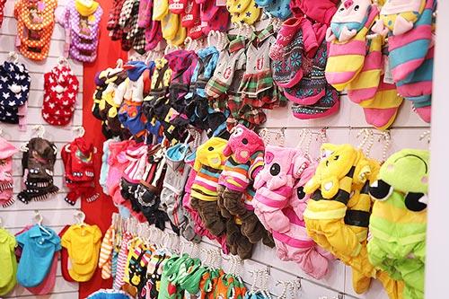 Tại Hà Nội có rất nhiều shop bán quần áo chó mèo giá rẻ