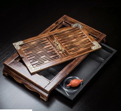 Khay Trà Gỗ Mun- Mã KTG09 kích thước 88cm*44cm*6cm phù hợp với gia đình có bàn uống nước cỡ lớn. Bộ khay trà có vân gỗ đẹp, 4 góc được nẹp kim loại bằng đồng để bảo vệ khay trà.