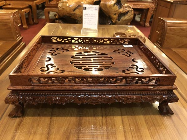 Khay trà gỗ cẩm lai loại to được làm từ loại gỗ cẩm quý , vân gỗ đẹp